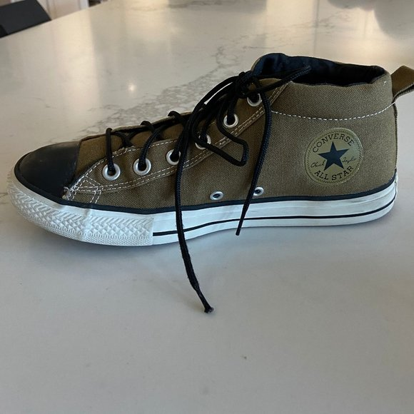 Converse Shoes   Junior Size 6 Chuck